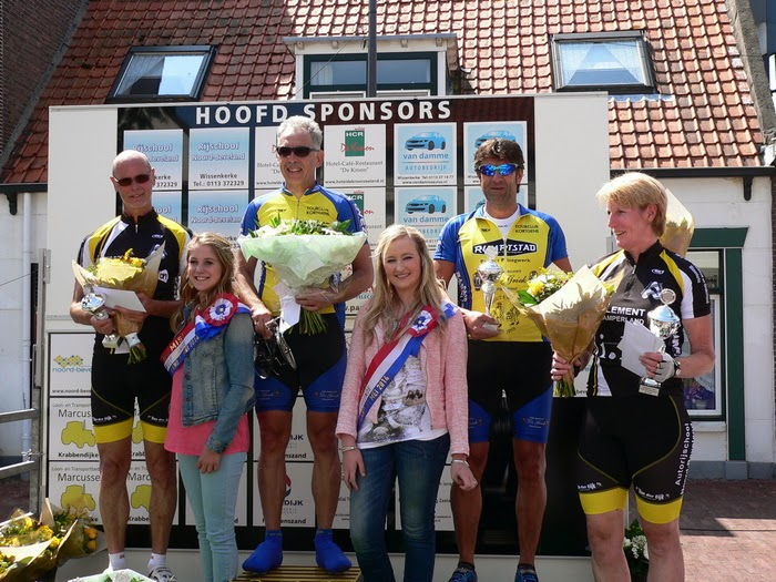 Huldiging Peelandkoers 1 Joop de Wild, 2 Jan Vogelaar, 3 Ko de Jonge Beste Dame Annemie Abelshausen