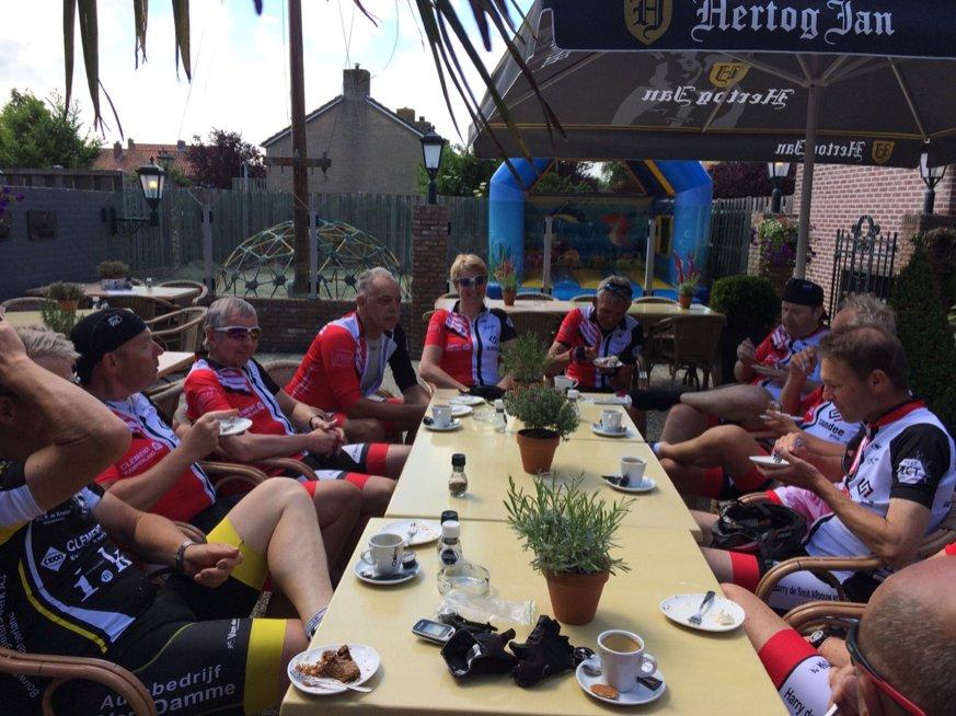 Koffiestop bij de Boekanier in Vrouwenpolder met heerlijke eigengemaakte Appeltaart.