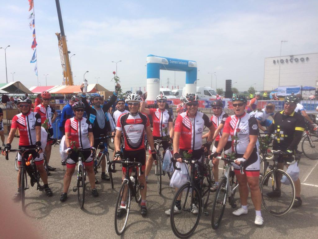 De 80 km groep is net over de finish gekomen.